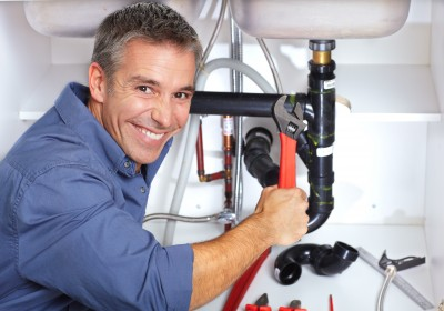 emergency plumber melbourne fixing pipe